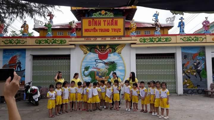 Học sinh Viếng Đình Thần Tân Hội, Tân Hiệp, Kiên Giang